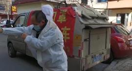 62岁环卫工老刘一天爬30多层楼收垃圾